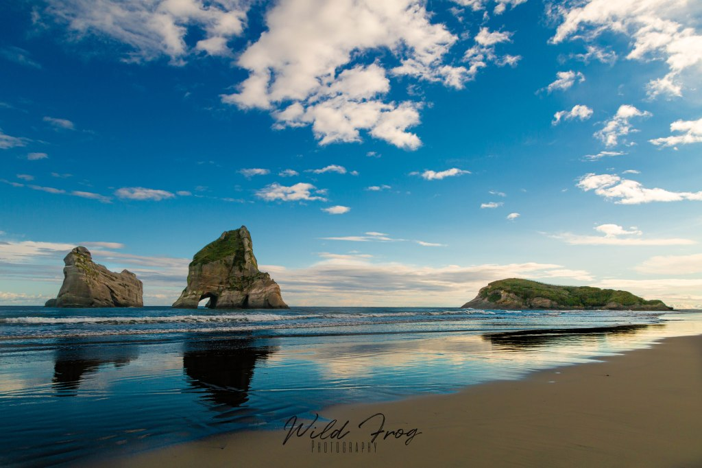 Archway islands - Wharariki Beach NZ